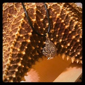 Jewelry - 🎈2/$15🎉Tree charmed necklace
